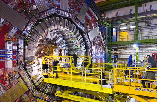 Адронный коллайдер запустят 21 октября (фото)