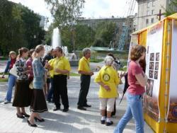 Добровольные священники Новосибирска провели выставку методов помощи