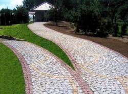 Брусчатка тротуарная - лучший вариант для дачных дорожек