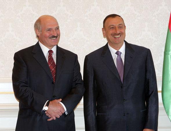Александр Лукашенко наградил Ильхама Алиева орденом Дружбы