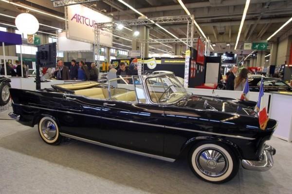 Автомобиль Simca 1959 на ретро-выставке в Париже