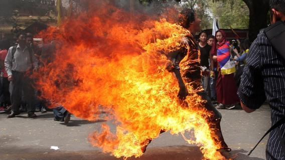 Двое тибетских подростков устроили акт самосожжения