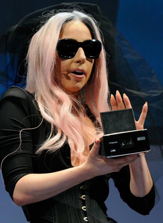Леди Гага представляет Polaroid GL30