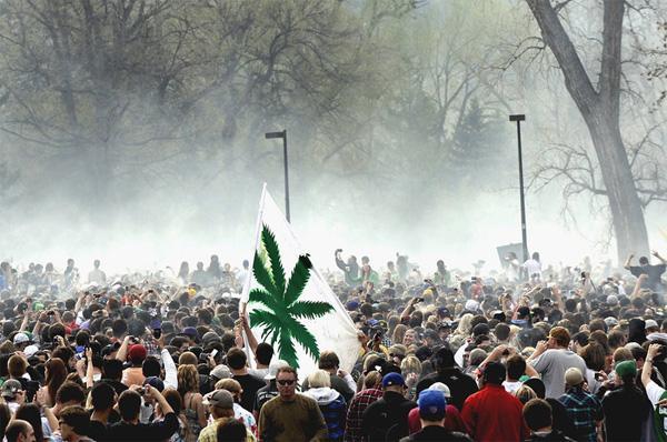 Митинг около Университета Колорадо