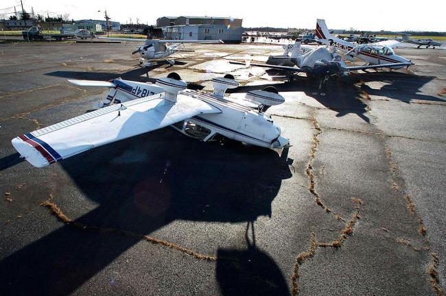 Поврежденные самолеты в Нью-Джерси
