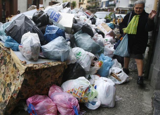 В Неаполе начали уборку мусора