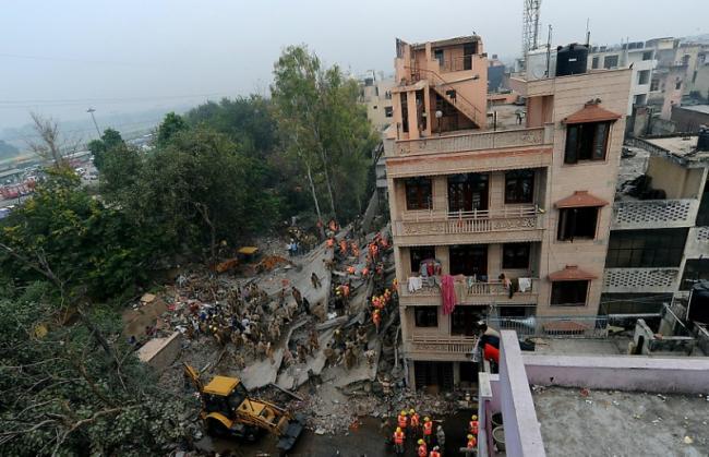 В Нью-Дели рухнул дом.