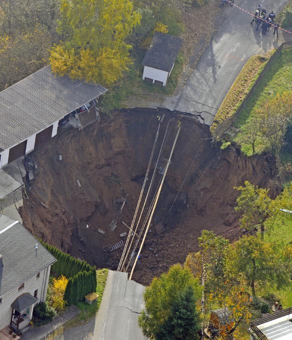 В Шмалькальден образовался громадный кратер