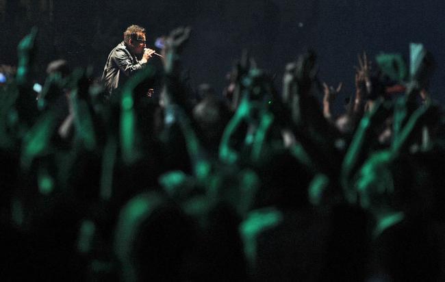 Вокалист группы U2 Боно на стадионе «Этихад» в Мельбурне
