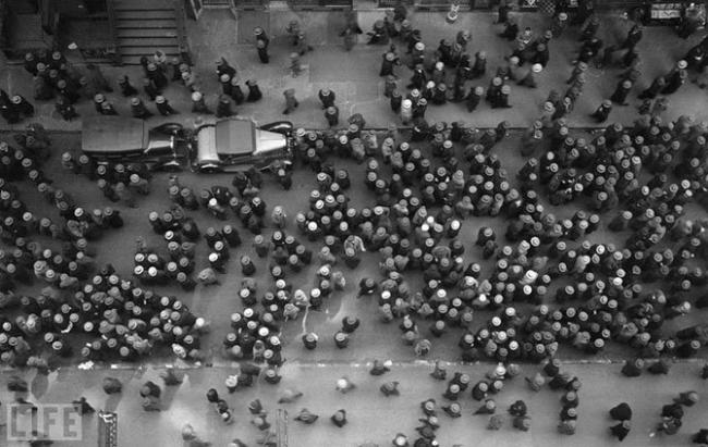 Море шляп (Sea of Hats). Margaret Bourke-White, 1930