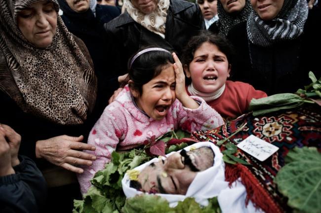 Сирийцы присутствуют на похоронах