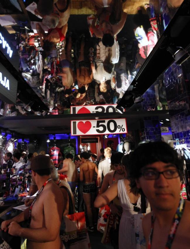 Видео голых покупателей в магазинах сомнительно