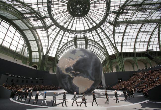 В рамках парижской Недели моды прошел показ коллекции Chanel