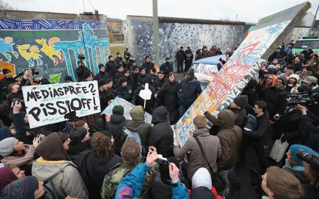В Германии протестуют против сноса остатков Берлинской стены