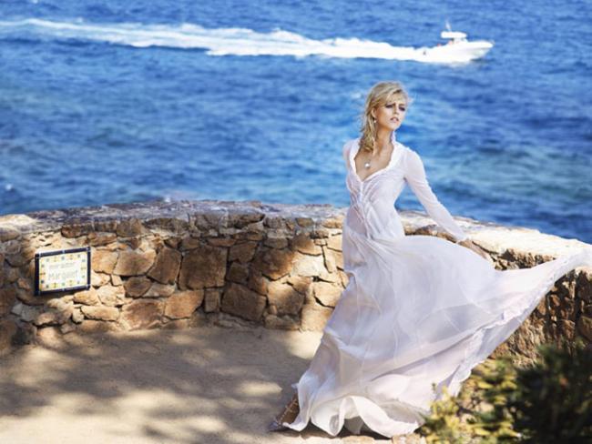 Аня Рубик появилась в элегантных ретро-образах для Apart Pearl Anniversary